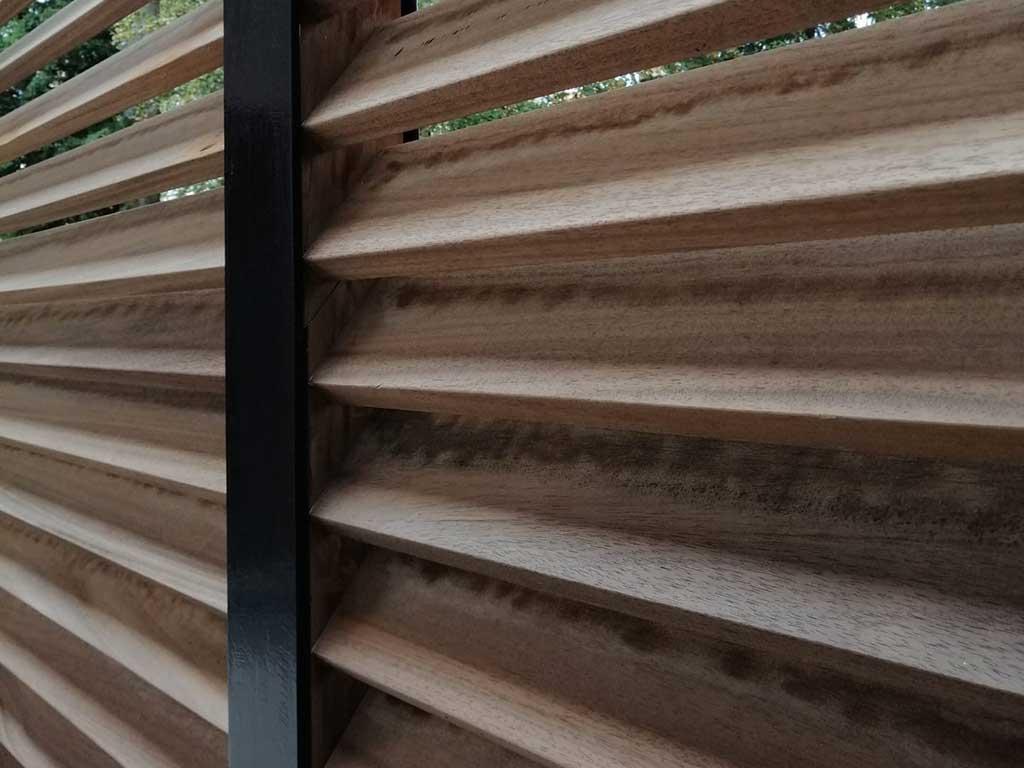 Afsluiting van hout en metaal